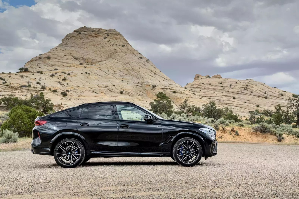 Danh gia BMW X6 M 2020 – SUV hieu suat cao dung chat hinh anh 38 2020_bmw_x6_m_75_1600x0.jpg