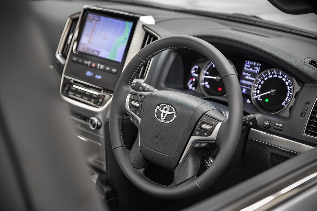 Land Cruiser Sahara Horizon sử dụng hệ dẫn động tất cả các bánh và hộp số tự động 6 cấp. SUV mới chỉ được phân phối tại thị trường Australia.