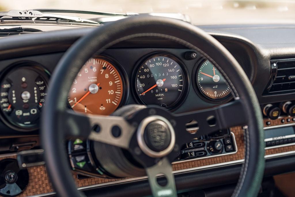 Porsche 911 doi 1991 duoc rao ban 875.000 USD anh 19