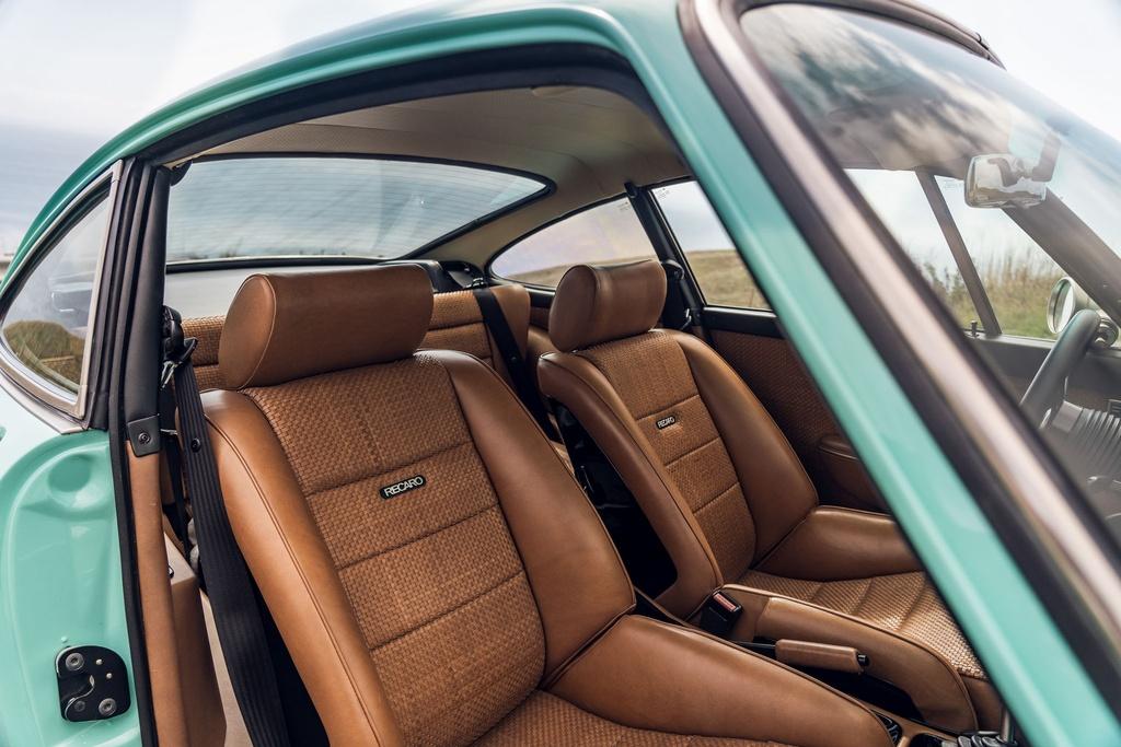 Porsche 911 doi 1991 duoc rao ban 875.000 USD anh 17
