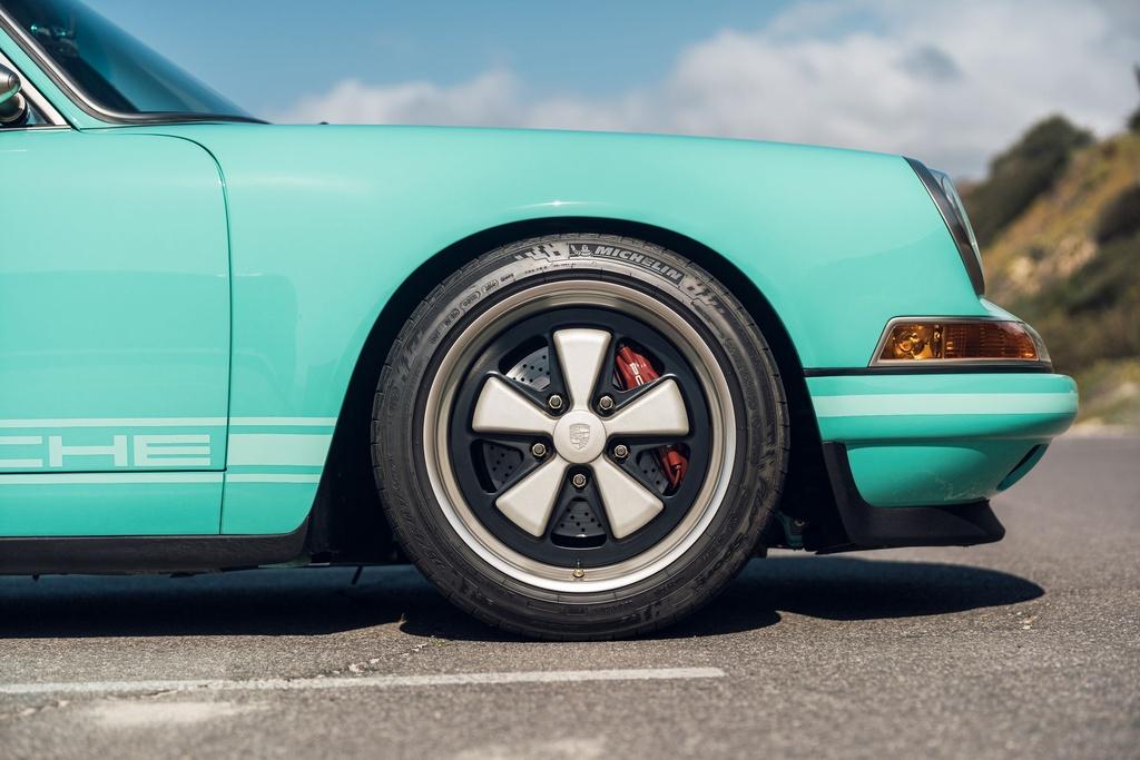 Porsche 911 doi 1991 duoc rao ban 875.000 USD anh 8