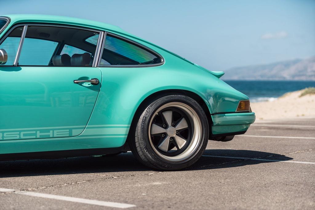 Porsche 911 doi 1991 duoc rao ban 875.000 USD anh 9
