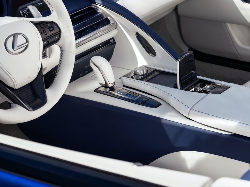 Lexus LC 500 Convertible 2021 sap ban ra thi truong anh 12