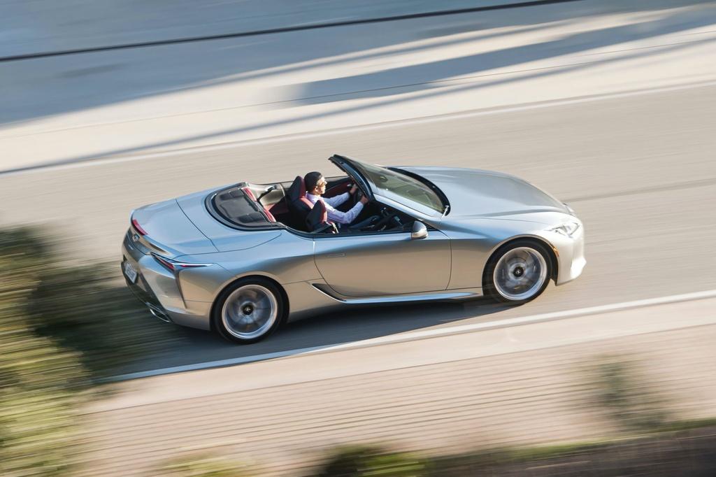 Lexus LC 500 Convertible 2021 sap ban ra thi truong anh 17
