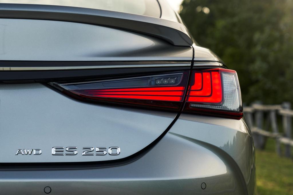 Lexus ES 2021 ra mat anh 5