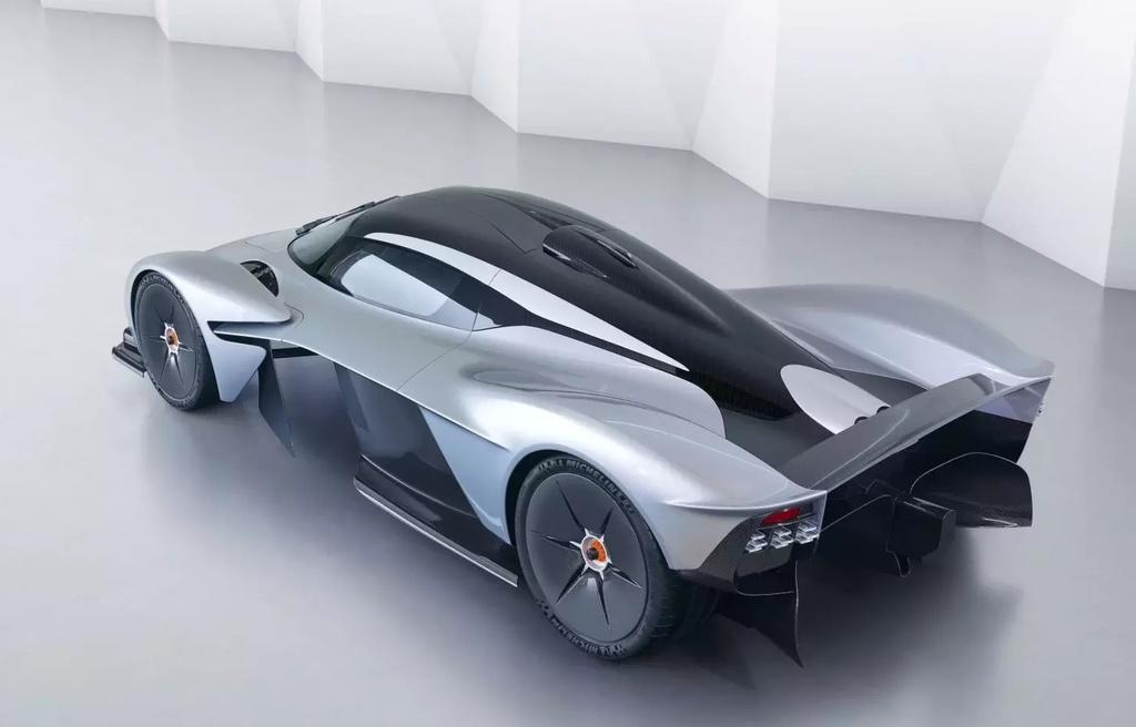 sieu xe Aston Martin Valkyrie gap kho anh 2
