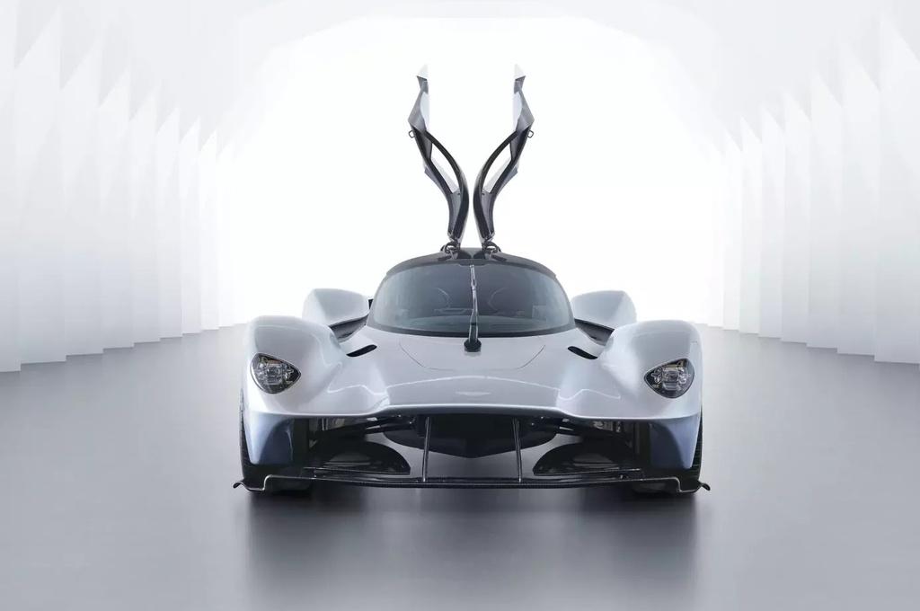 sieu xe Aston Martin Valkyrie gap kho anh 1