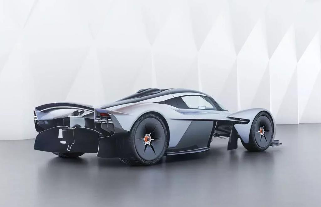 sieu xe Aston Martin Valkyrie gap kho anh 3