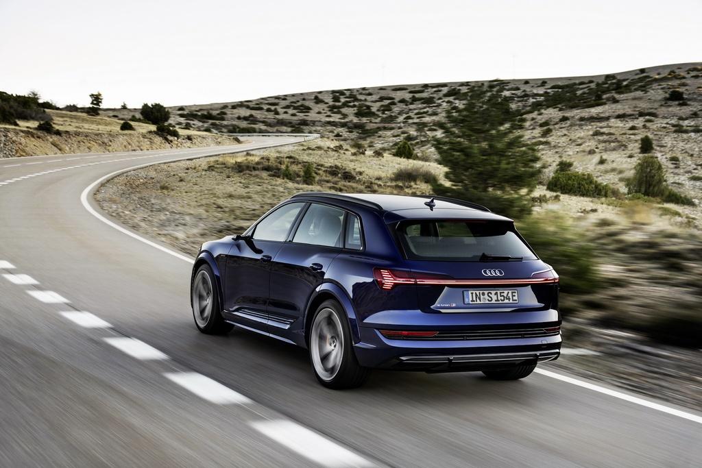 Audi E-Tron S 2021 ban ra thi truong anh 10