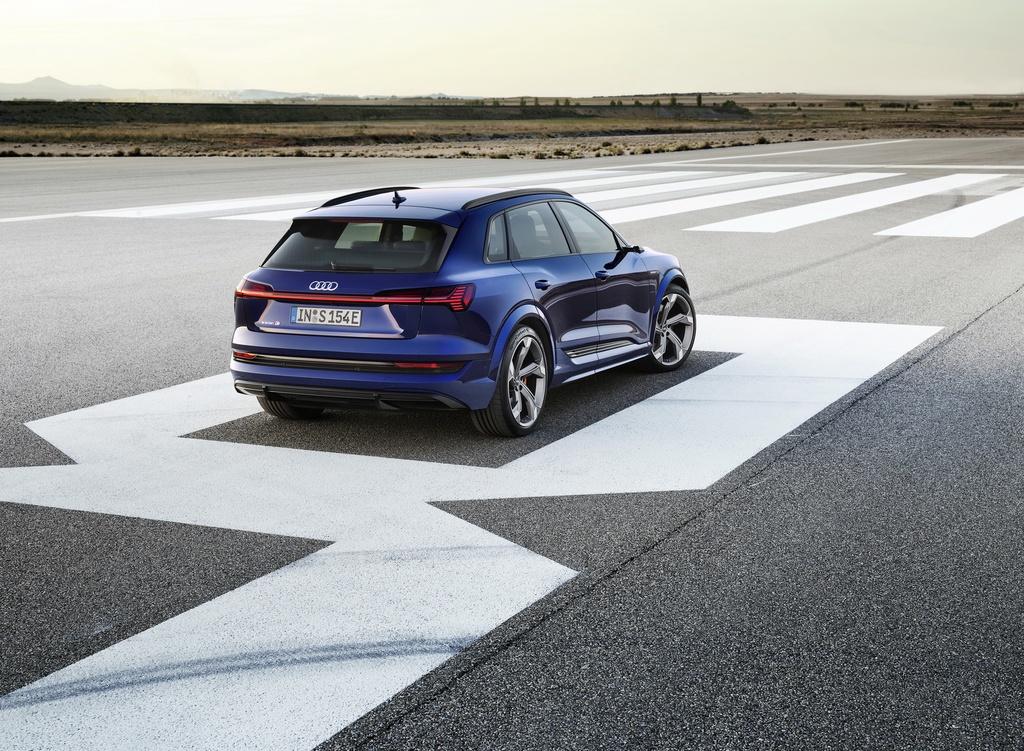 Audi E-Tron S 2021 ban ra thi truong anh 3