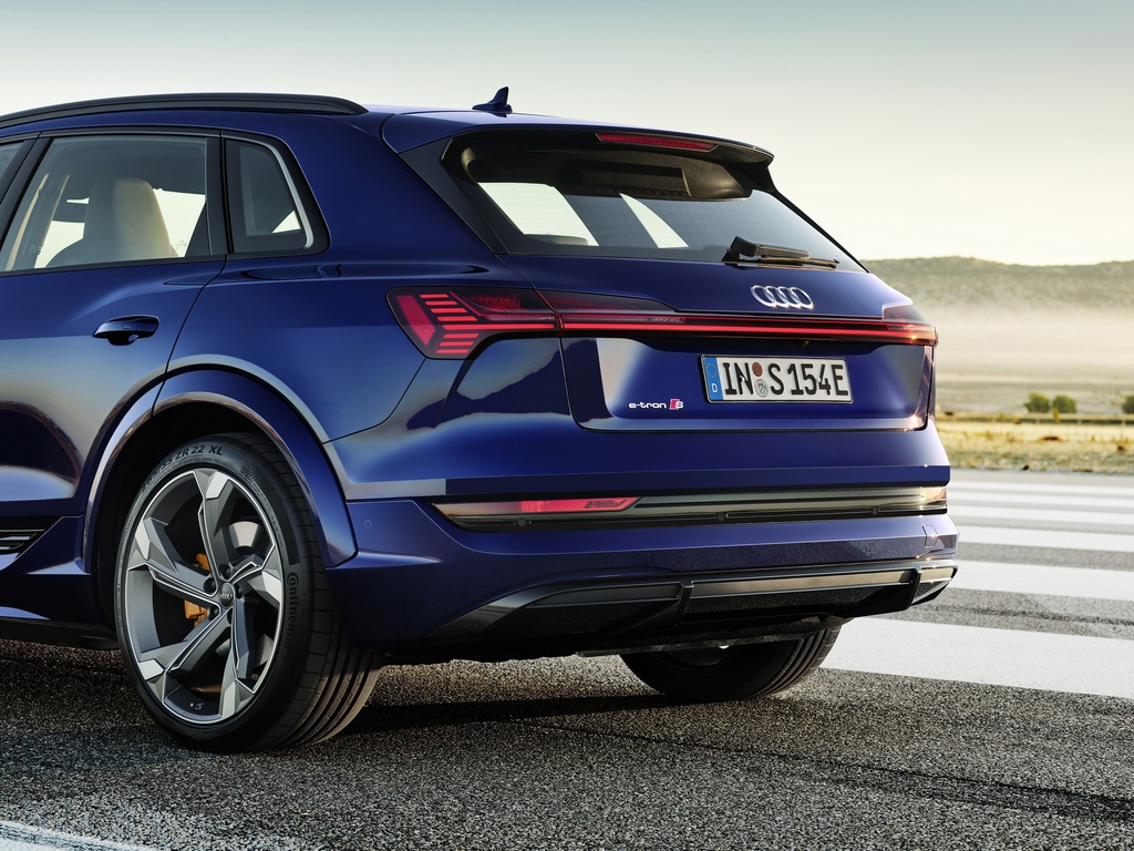 Audi E-Tron S 2021 ban ra thi truong anh 5