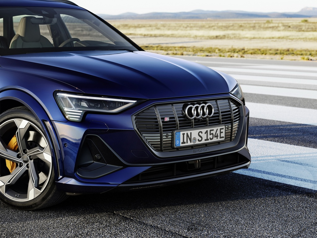 Audi E-Tron S 2021 ban ra thi truong anh 7