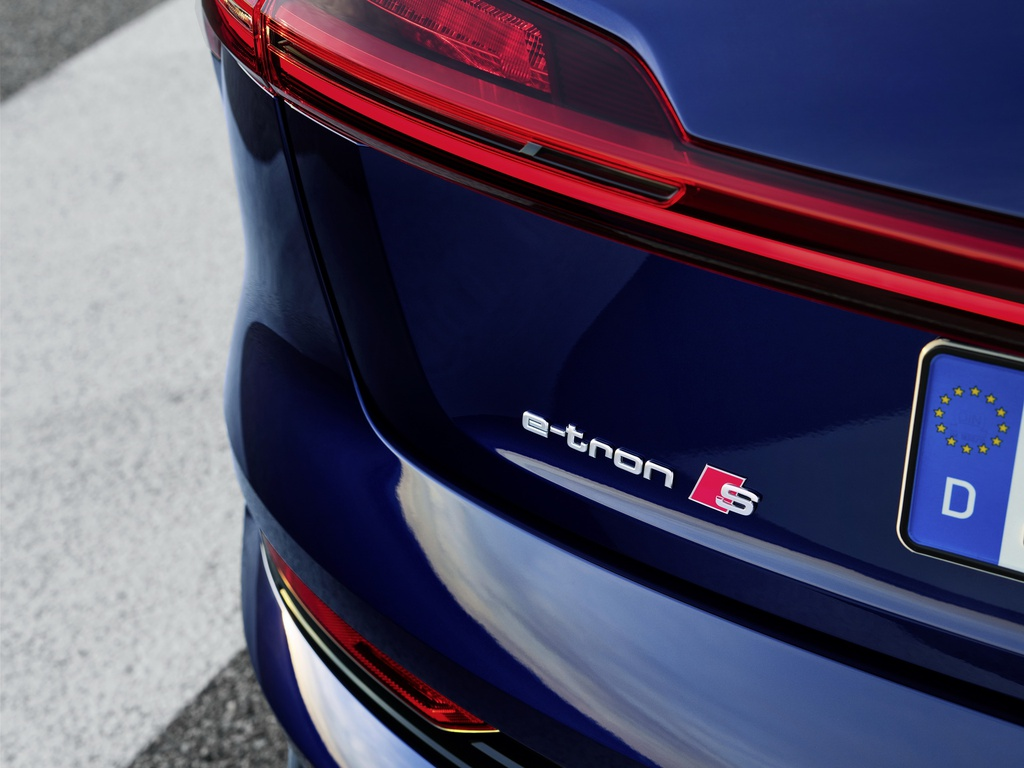 Audi E-Tron S 2021 ban ra thi truong anh 6