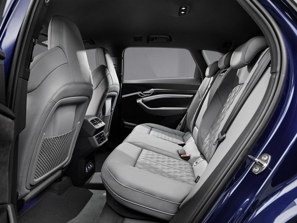 Audi E-Tron S 2021 ban ra thi truong anh 23