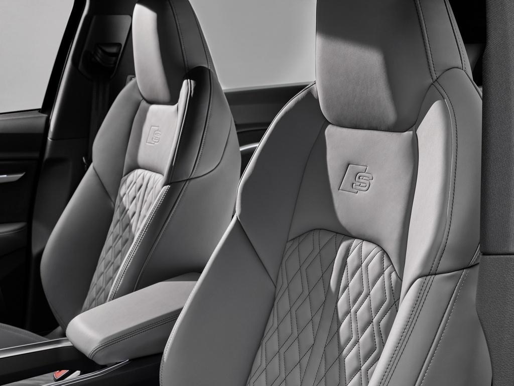 Audi E-Tron S 2021 ban ra thi truong anh 22