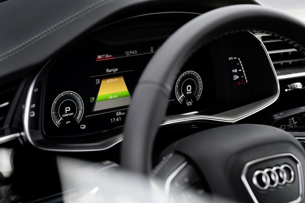 Audi ra mat 2 phien ban Q8 plug-in hybrid moi nhat anh 9