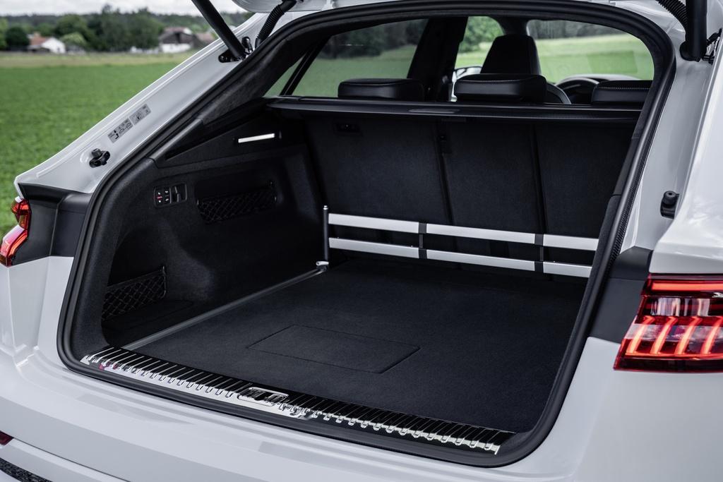 Audi ra mat 2 phien ban Q8 plug-in hybrid moi nhat anh 13