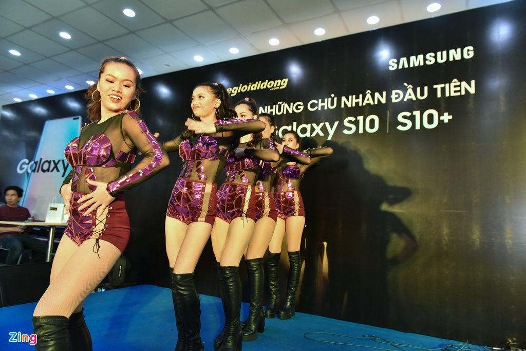 TGDD mo ban Galaxy S10 cho hon 11.000 khach hang hinh anh 3