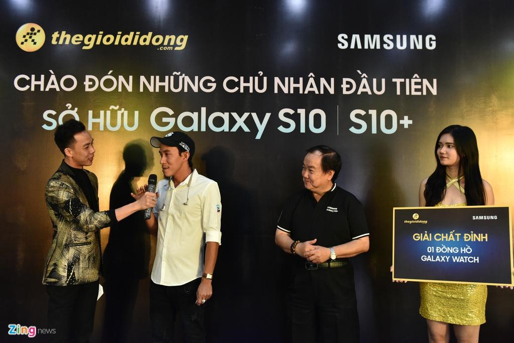 TGDD mo ban Galaxy S10 cho hon 11.000 khach hang hinh anh 10