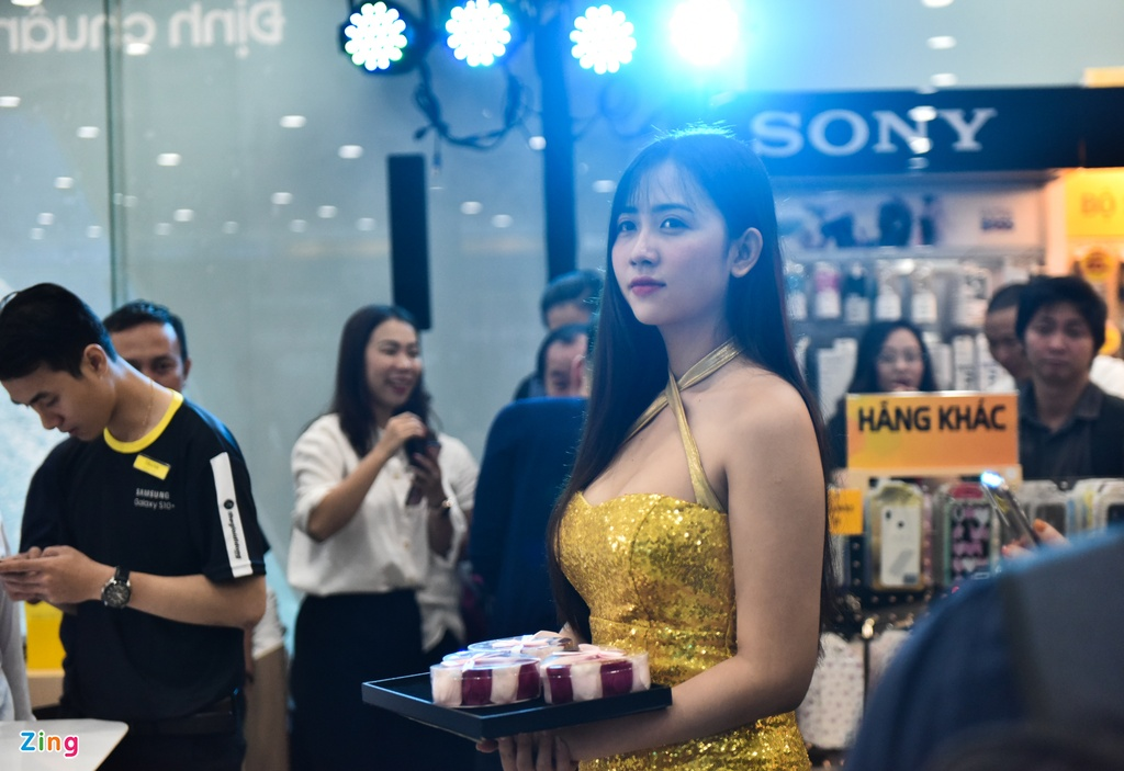 TGDD mo ban Galaxy S10 cho hon 11.000 khach hang hinh anh 7