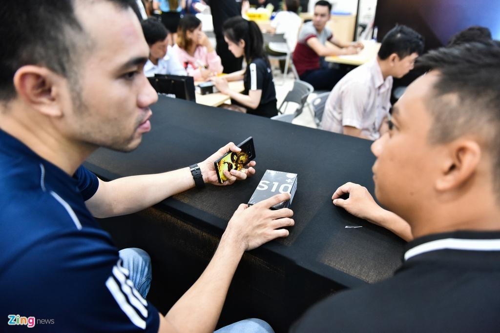TGDD mo ban Galaxy S10 cho hon 11.000 khach hang hinh anh 8