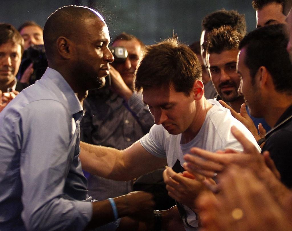 Eric Abidal - tu bieu tuong Barca den ke thu Messi hinh anh 3 messiabidal.jpg
