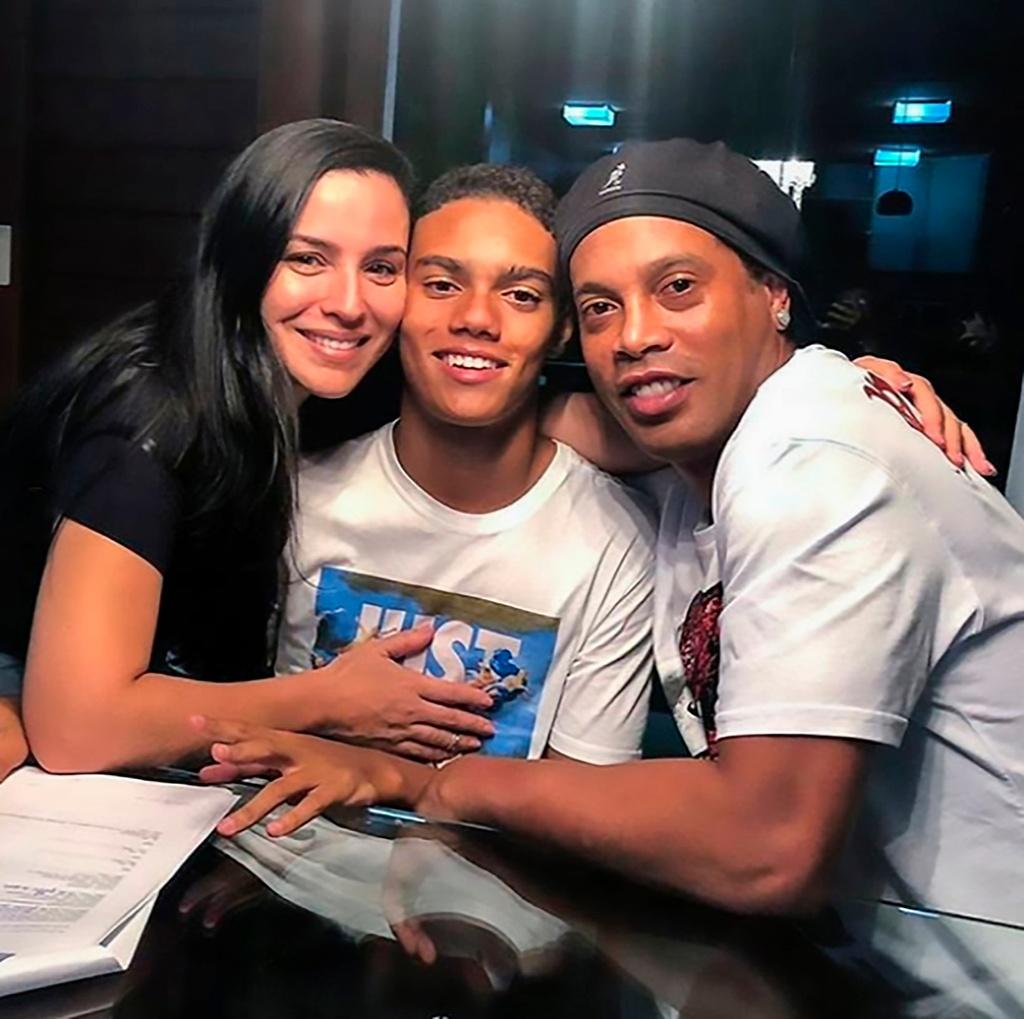 Quy tu cua Ronaldinho xay giac mo tu ngoi nha 'Ro beo' hinh anh 2 rovau5.jpg