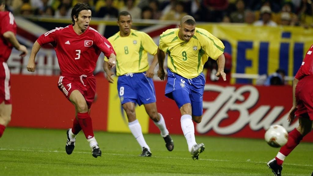 Ronaldo beo anh 1