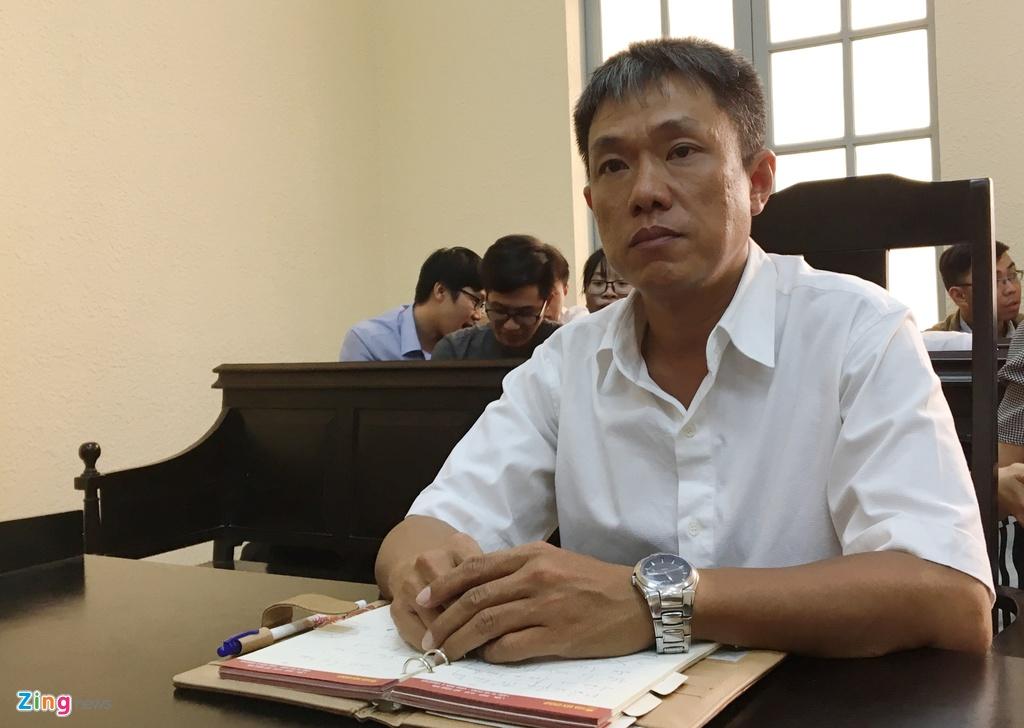 Hoa si Le Linh bat khoc tai phien toa Than dong dat Viet hinh anh 1