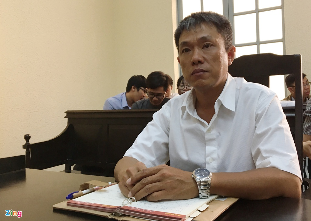 Hoa si Le Linh thang kien, doi duoc tac quyen Than dong dat Viet hinh anh 2