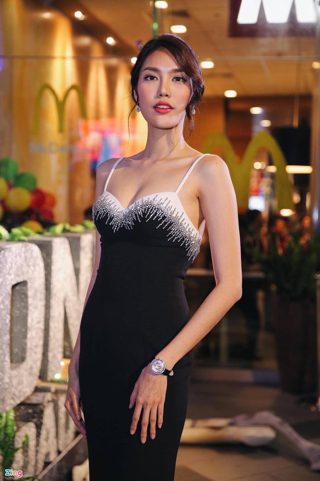 Ho Ngoc Ha va dan sao Viet chay tan loan sau su co chay san khau hinh anh 9