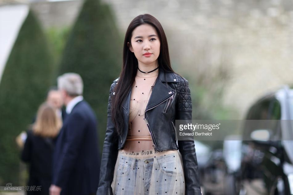 Luu Diec Phi Tuan le thoi trang Paris 2018 anh 1