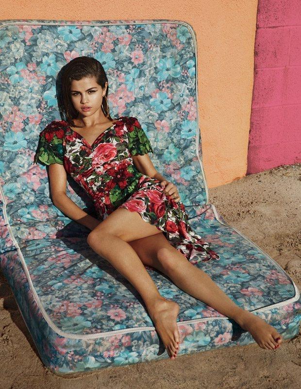 Selena Gomez nong bong voi hoa tiet he anh 4