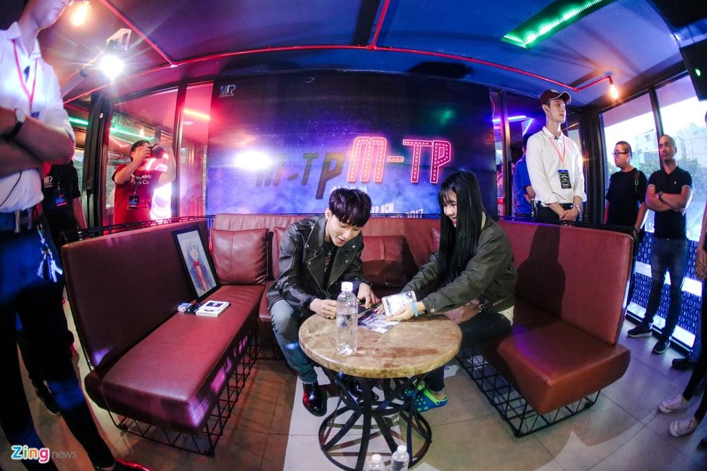 Su kien hot cua Son Tung: San khau bo khong, fan chay tan loan hinh anh 9