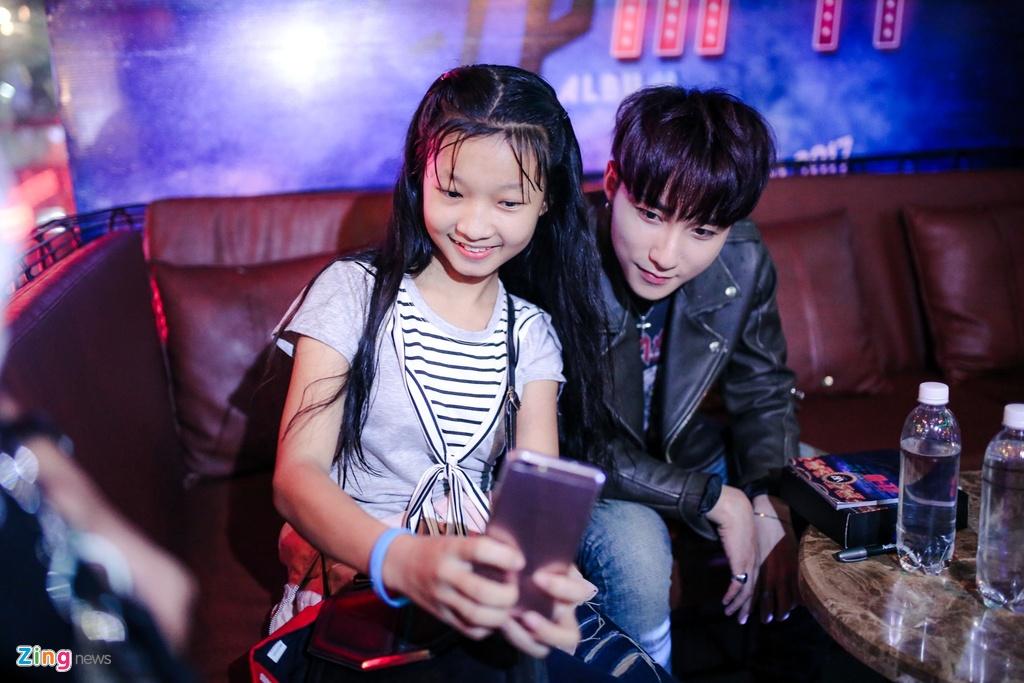 Su kien hot cua Son Tung: San khau bo khong, fan chay tan loan hinh anh 6