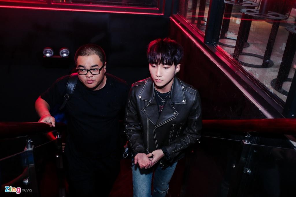 Su kien hot cua Son Tung: San khau bo khong, fan chay tan loan hinh anh 5