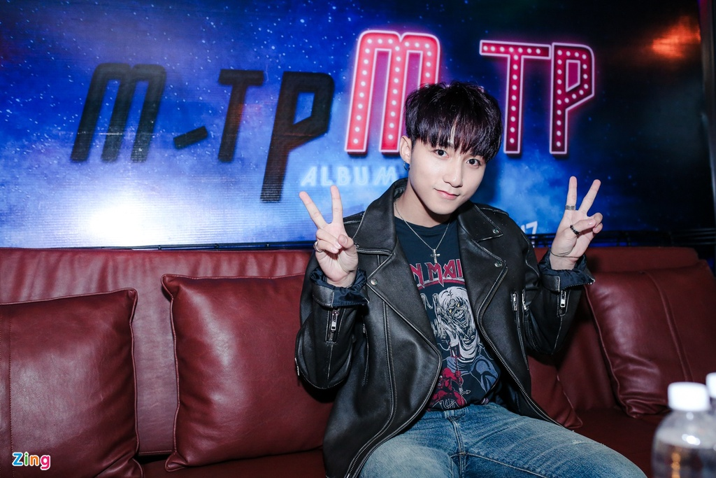 Su kien hot cua Son Tung: San khau bo khong, fan chay tan loan hinh anh 11