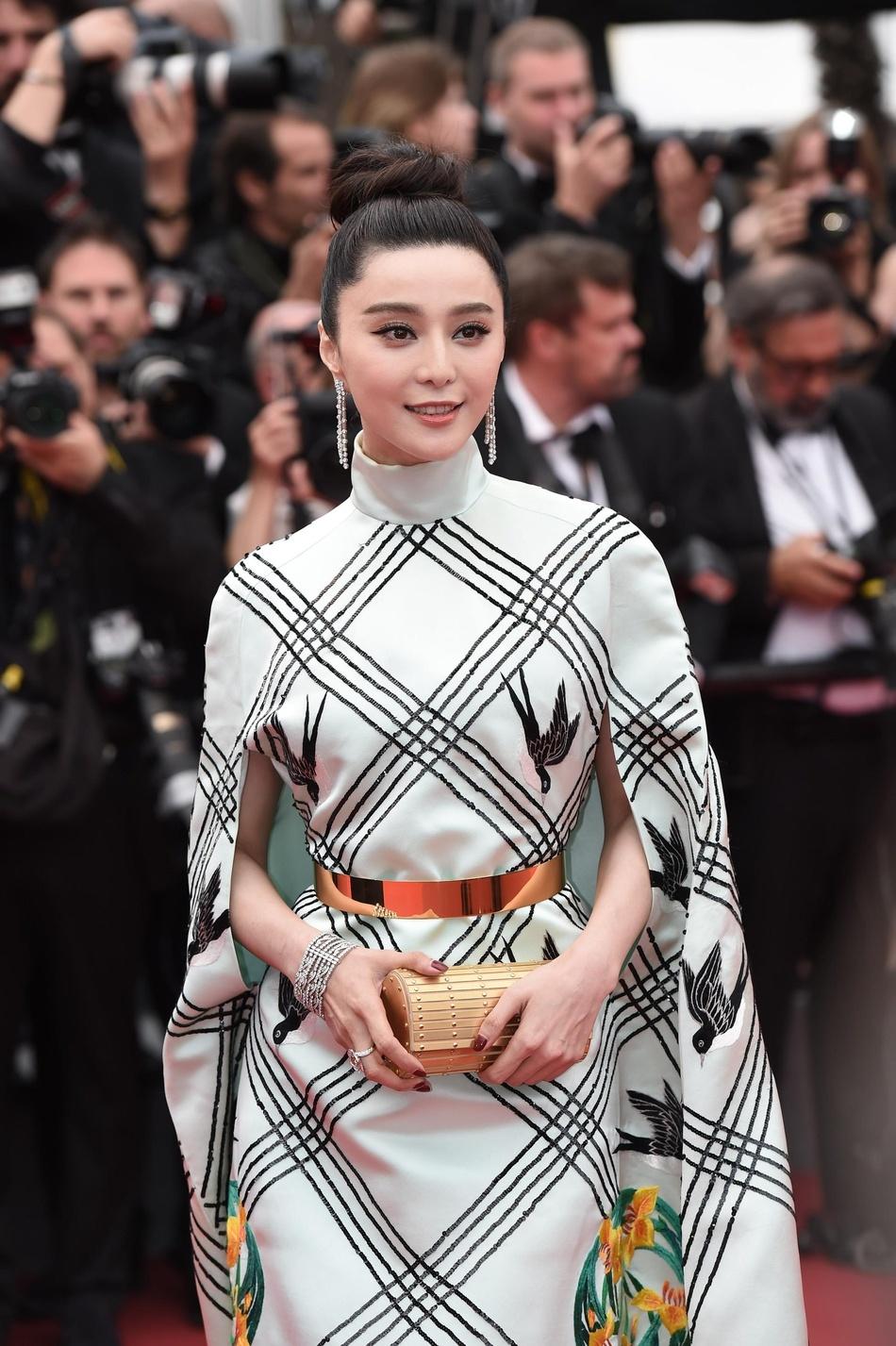 Pham Bang Bang tren tham do Cannes anh 2