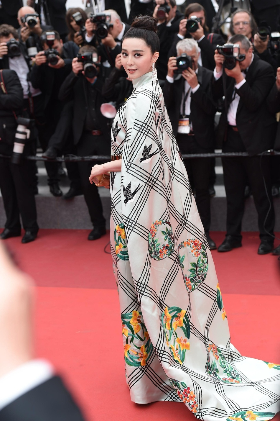 Pham Bang Bang tren tham do Cannes anh 4