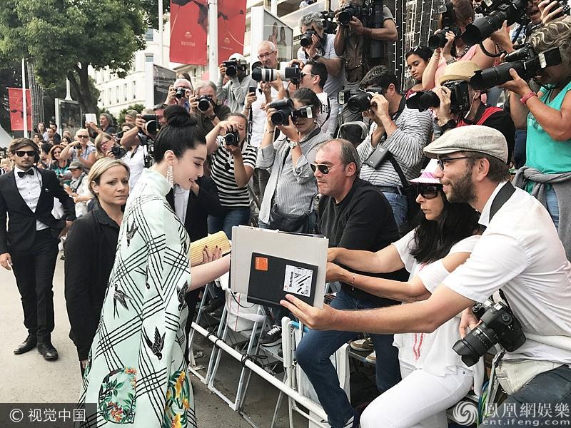 Pham Bang Bang tren tham do Cannes anh 5