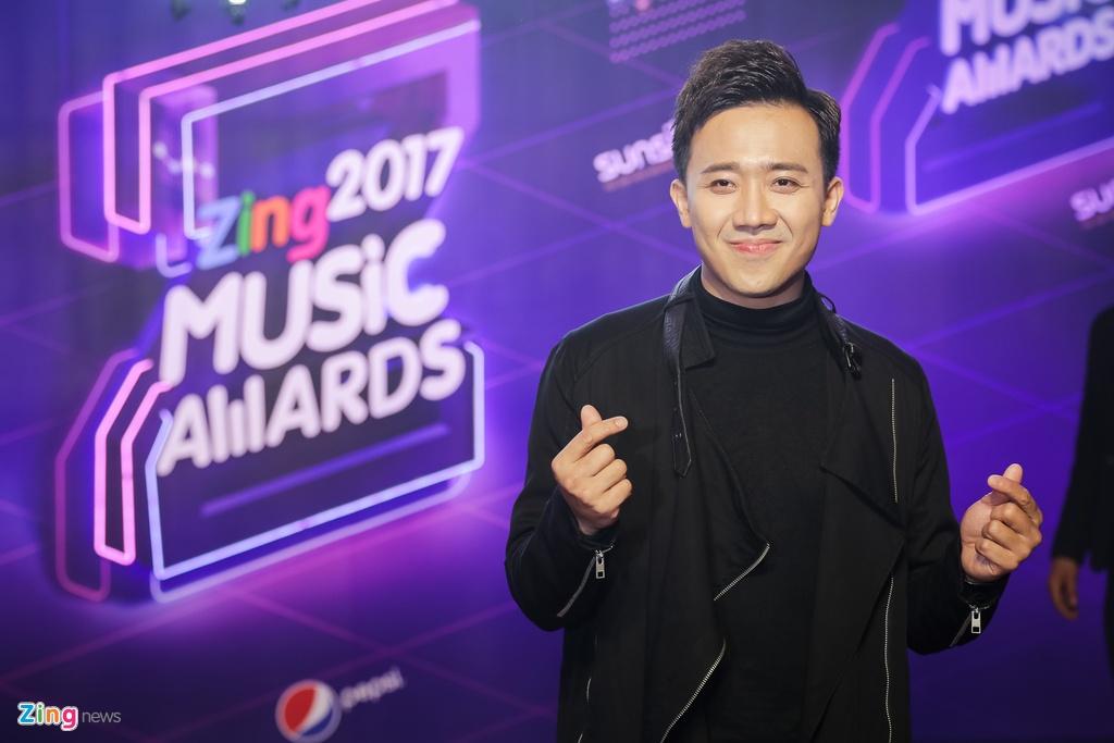 Huong Tram va Min noi bat tren tham do Zing Music Awards 2017 hinh anh 12