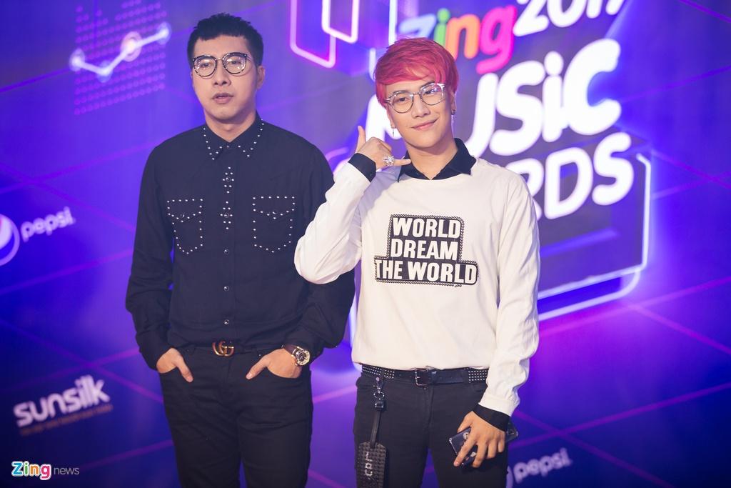 Huong Tram va Min noi bat tren tham do Zing Music Awards 2017 hinh anh 16