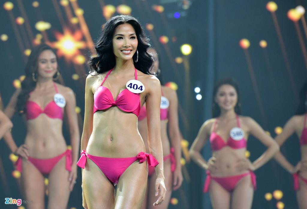 Nguoi dep Hoa hau Hoan vu Viet Nam 2017 goi cam voi bikini hinh anh 1