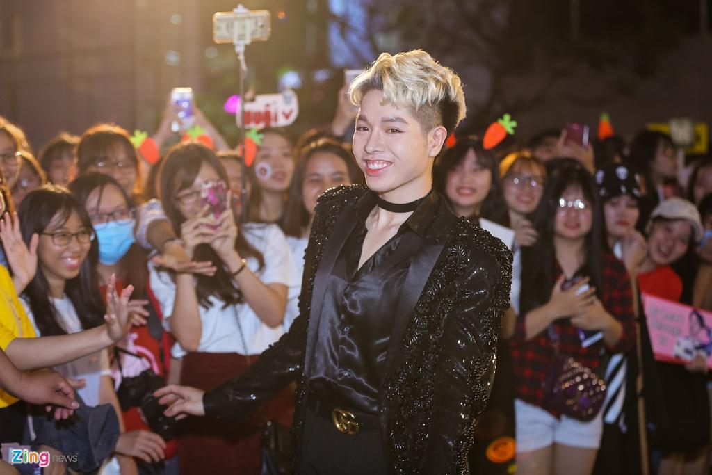 Huong Tram va Min noi bat tren tham do Zing Music Awards 2017 hinh anh 2
