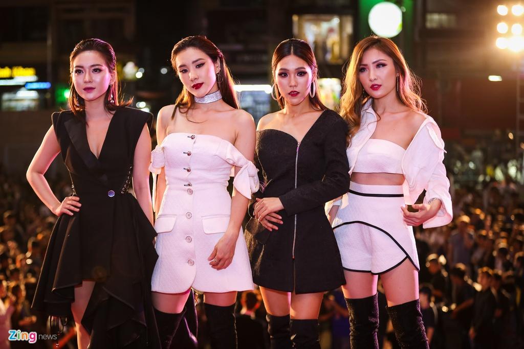 Huong Tram va Min noi bat tren tham do Zing Music Awards 2017 hinh anh 9