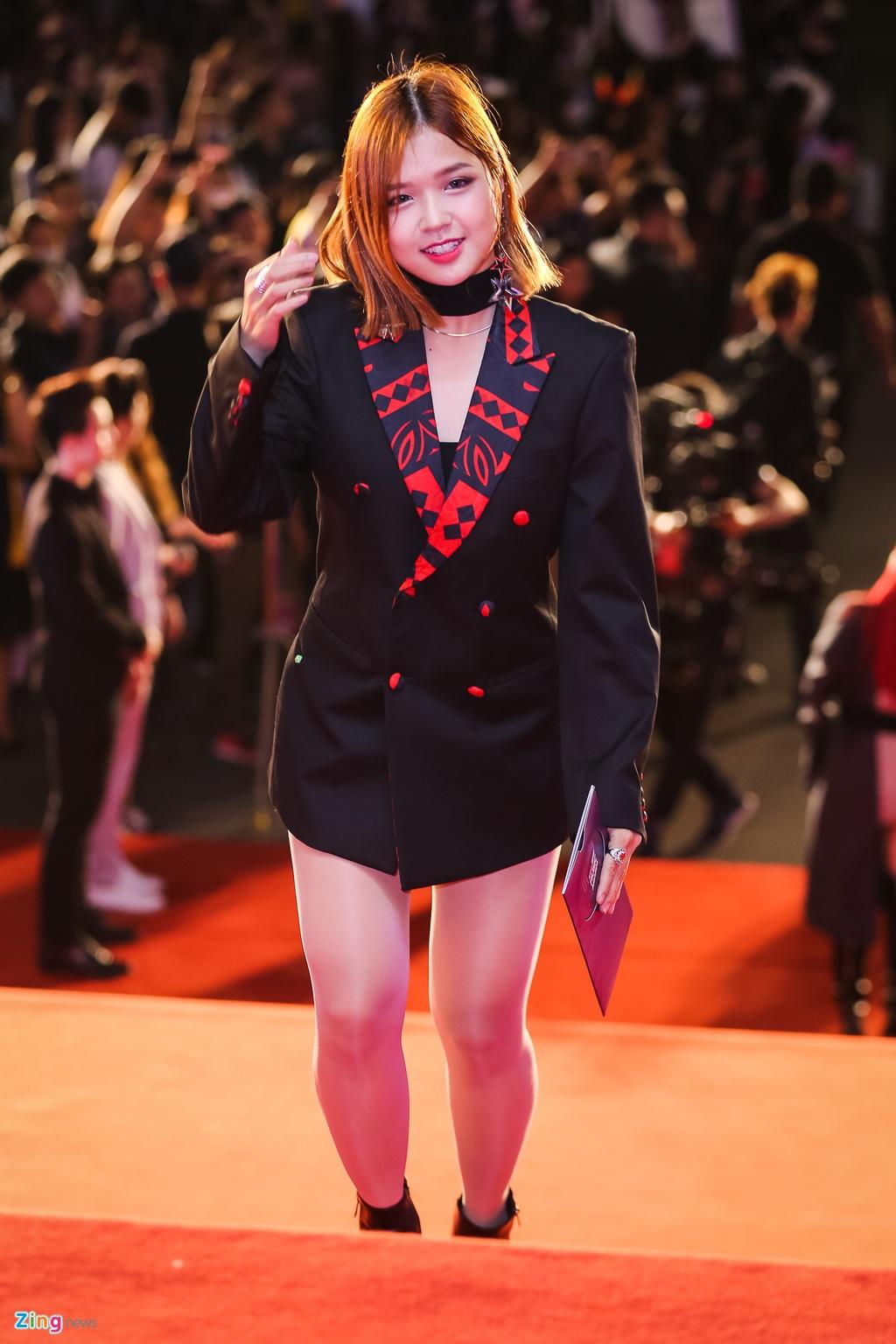 Huong Tram va Min noi bat tren tham do Zing Music Awards 2017 hinh anh 5