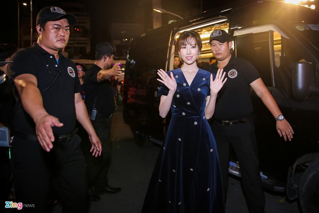 Huong Tram va Min noi bat tren tham do Zing Music Awards 2017 hinh anh 3