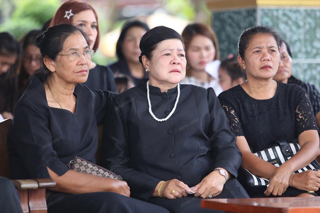 Gia dinh, ban be khoc ngat trong le hoa tang A hau Thai Lan hinh anh 4