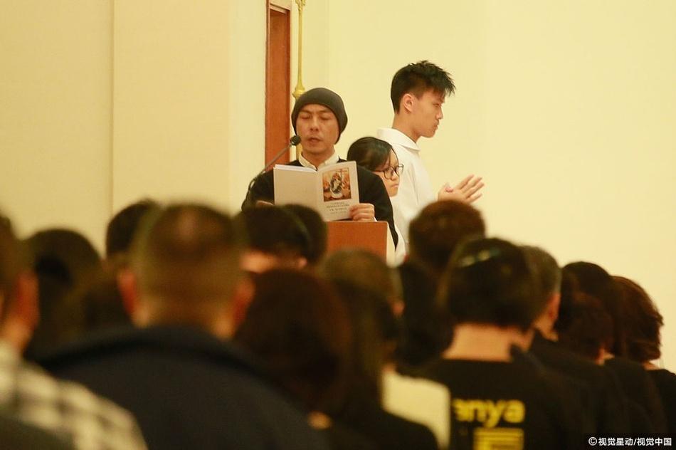 Truong Ve Kien va nghe si Hong Kong nghen ngao vieng Lam Khiet Anh hinh anh 3