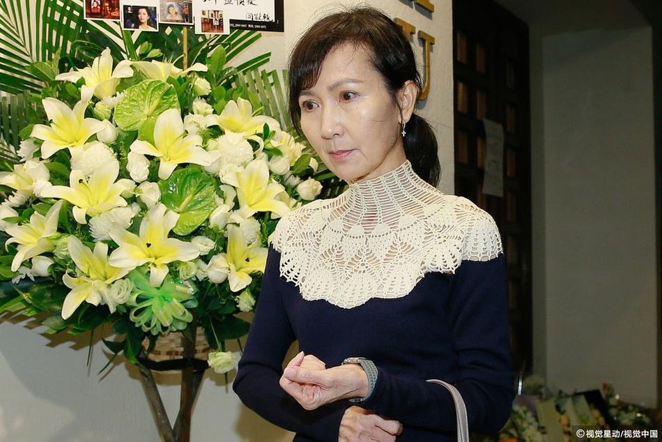 Truong Ve Kien va nghe si Hong Kong nghen ngao vieng Lam Khiet Anh hinh anh 8